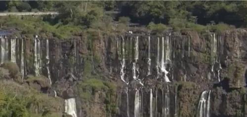 가뭄 장기화에 세계 7대 자연경관 이과수 폭포 몸살