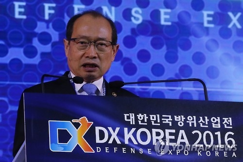 In this photo taken on Sept. 7, 2016, Chang Myoung-jin, head of the Defense Acquisition Program Administration (DAPA), delivers an opening speech during the 2nd Defense Expo Korea at KINTEX exhibition hall in Goyang, Gyeonggi Province. (Yonhap)