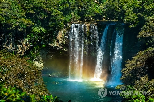 A rainbow appears at Cheonjiyeon Falls in Seogwipo, Jeju Island. (Yonhap)