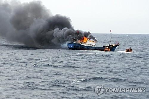 This photo provided by the Coast Guard in Mokpo shows a Chinese fishing boat on fire during a crackdown on illegal fishing on Sept. 29, 2016. (Yonhap)
