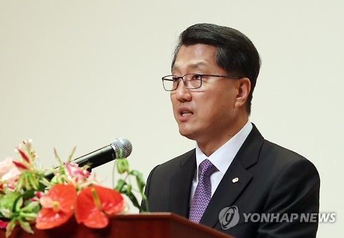 Zhin Woong-seob, governor of the Financial Supervisory Service, in a file photo. (Yonhap)