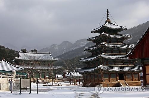 This Yonhap file photo shows Beopju Temple on Mount Songni, 180 kilometers south of Seoul. Beopju and six other mountain temples are seeking the title of World Heritage. (Yonhap)