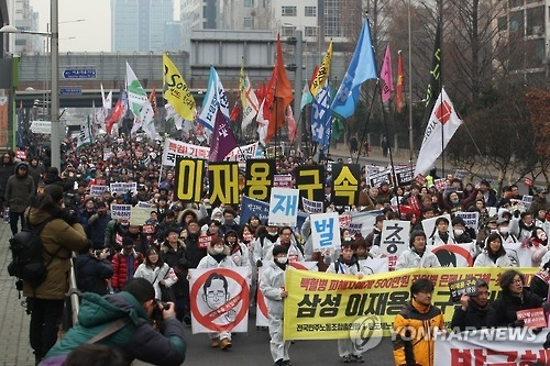 People take to streets demanding president's immediate resignation - 3
