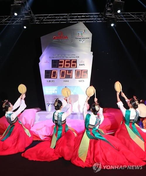 Dancers perform by the countdown clock to the 2018 PyeongChang Winter Olympics in front of the City Hall in Seoul on Feb. 8, 2017. (Yonhap)