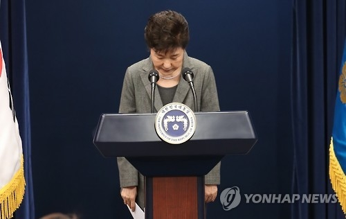 This file photo taken on Nov. 29, 2016, shows President Park Geun-hye bowing after addressing the nation over a political scandal involving her and her longtime friend Choi Soon-sil at the presidential office in Seoul. (Yonhap)