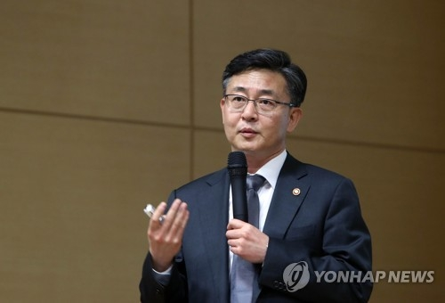 This file photo shows South Korea's Unification Minister Hong Yong-pyo. (Yonhap)