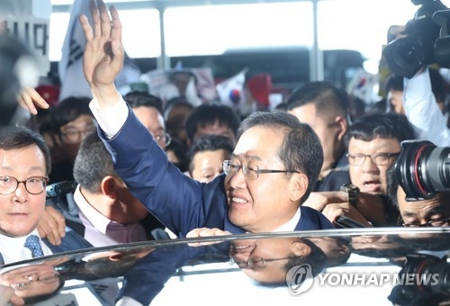 Ex-conservative presidential candidate Hong returns home, vows to fight for conservative values - 1