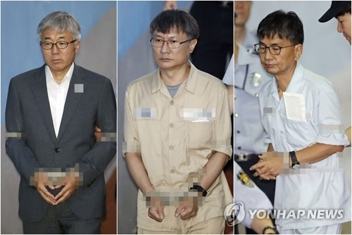This composite photo shows former culture minister Kim Jong-deok (L); ex-vice culture minister Jeong Kwan-joo (C); and Shin Dong-chul, former presidential secretary for political affairs (R) on July 3, 2017, as they enter the courthouse to attend the final hearing in their trial over the artist blacklist. The prosecutors demanded a five-year jail term for each of them. (Yonhap)