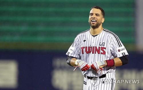In this file photo provided by the LG Twins, James Loney of the Twins celebrates his walk-off hit against the KT Wiz in the clubs' Korea Baseball Organization game at Jamsil Stadium in Seoul. Loney has left the Twins, which placed him on the voluntarily retired list on Aug. 29, 2017. (Yonhap)
