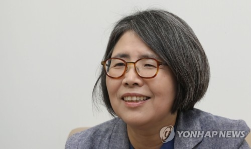 This photo, taken on Sept. 20, 2017, shows Kim Young-ran, the former chief of the Anti-Corruption and Civil Rights Commission speaking in an interview in Seoul. (Yonhap)