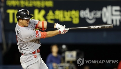 In this file photo taken Sept. 14, 2017, Choi Jeong of the SK Wyverns hits a solo home run against the Doosan Bears in the clubs' Korea Baseball Organization game at Jamsil Stadium in Seoul. (Yonhap)