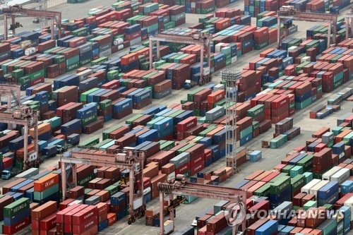 Containers waiting to be shipped at South Korea's main sea port of Busan. (Yonhap)