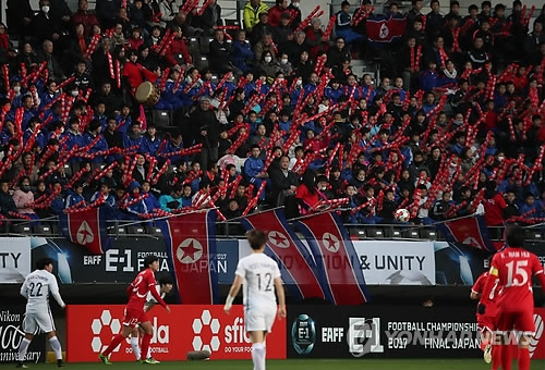 Supporters of North Korea women's national football team encourage their team by hitting balloon sticks together during the East Asian Football Federation E-1 Football Championship match between North Korea and South Korea at Soga Sports Park in Chiba, Japan, on Dec. 11, 2017. (Yonhap)