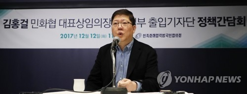 This photo, taken Dec. 12, 2017, shows Kim Hong-gul, new chief of the Korean Council for Reconciliation and Cooperation, speaking to reporters. (Yonhap)