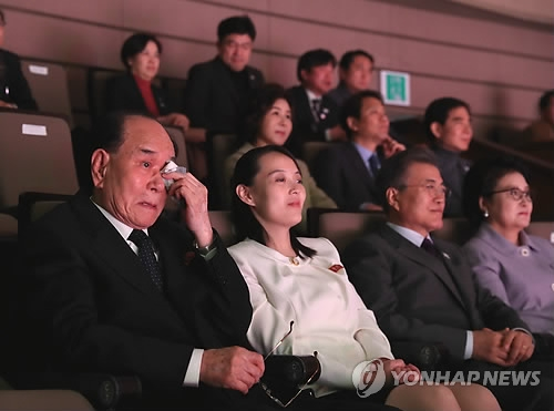 Kim Yong-nam (L), president of North Korea's Presidium of the Supreme People's Assembly, wipes away tears as he watches a concert, staged by the North's Samjiyon Orchestra, at the National Theater of Korea in Seoul on Feb. 11, 2018. Also at the concert are North Korean leader Kim Jong-un's sister and special envoy, Kim Yo-jong (2nd from L), South Korean President Moon Jae-in (3rd from L), Moon's wife Kim Jung-sook (R). (Yonhap)