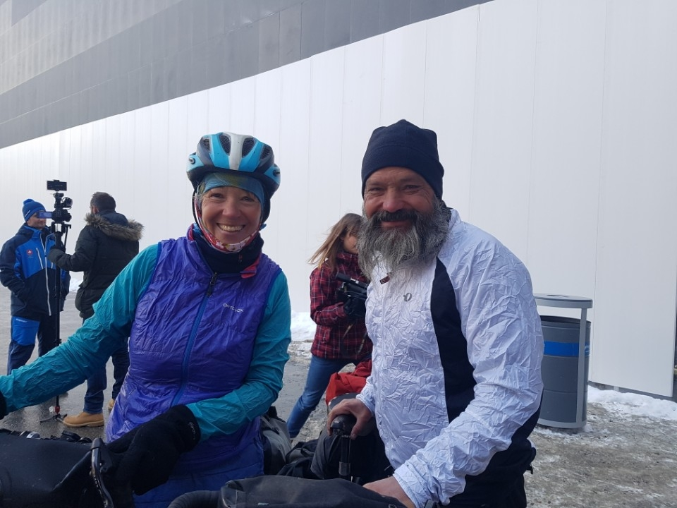 Guido Huwiler (R) and Rita Ruttimann pose for a photo at Phoenix Snow Park in PyeongChang, Gangwon Province, on Feb. 13, 2018. Guido and his wife travelled 17,000 kilometers by bicycle to see Guido's son, Swiss aerial skier Mischa Gasser, competing at the Winter Olympic Games. (Yonhap)