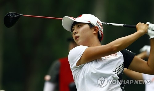 In this Associated Press photo, Kim Hyo-joo of South Korea watches her tee shot at the seventh hole during the final round of the U.S. Women's Open at Shoal Creek Golf and Country Club in Shoal Creek, Alabama, on June 3, 2018. (Yonhap)