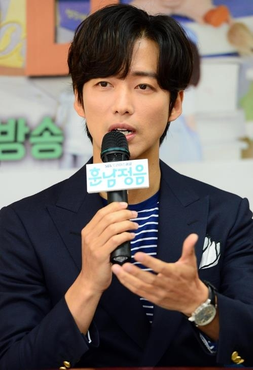 "Actor Namkoong Min talks during a media event for ""The Undatables"" at the network's drama production center in Ilsan, Gyeonggi Province, on June 7, 2018. (Yonhap)"