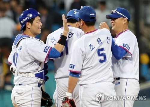 In this file photo from May 23, 2018, players for the Samsung Lions celebrate their 6-4 victory over the Lotte Giants in a Korea Baseball Organization regular season game at Daegu Samsung Lions Park in Daegu, 300 kilometers southeast of Seoul. (Yonhap)