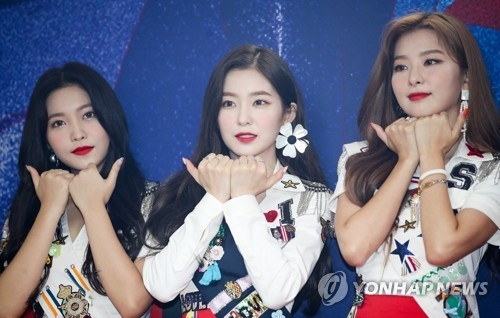 "Red Velvet members demonstrate the choreography of their new summer release ""Power Up"" during a press conference on Aug. 5, 2018. (Yonhap)"