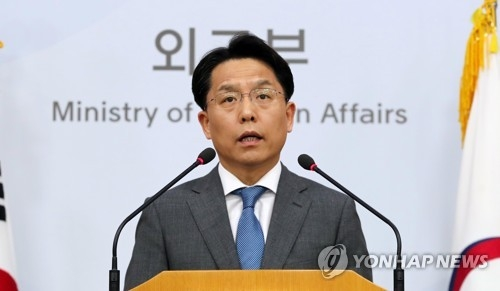 South Korean foreign ministry spokesman Noh Kyu-duk speaks at a press briefing in this file photo. (Yonhap)