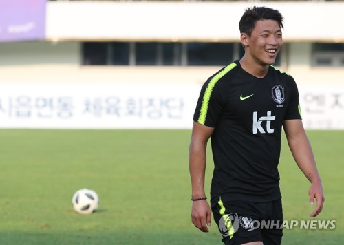 South Korean football forward Hwang Hee-chan smiles during the under-23 national football team's training at Paju Stadium in Paju, north of Seoul, on Aug. 8, 2018. (Yonhap)