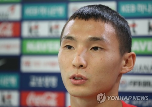 South Korean wing back Lee Si-young speaks to reporters at the National Training Center in Paju, north of Seoul, on Aug. 9, 2018. (Yonhap)