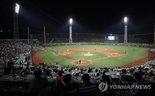This file photo taken on July 14, 2018, shows baseball fans watching the Korea Baseball Organization (KBO) All-Star Game at Munsu Baseball Stadium in Ulsan. (Yonhap)