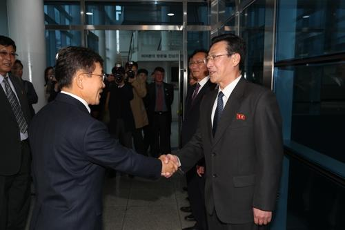 (2nd LD) Koreas to exchange info on contagious diseases in pilot program