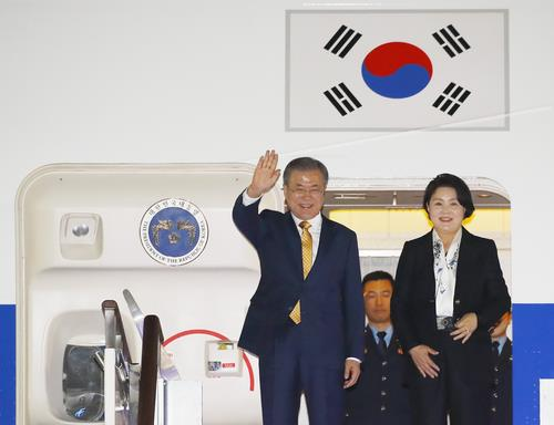 Moon returns home after APEC forum