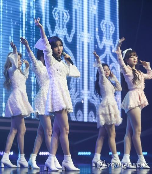 "K-pop girl band GFriend performs during a media showcase of their new album, ""Time for us,"" on Jan. 14, 2019. (Yonhap)"