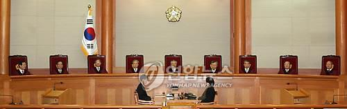 This file photo, taken on Feb. 25, 2010, shows the Constitutional Court ruling five to four that the death penalty conforms to the Constitution. (Yonhap)