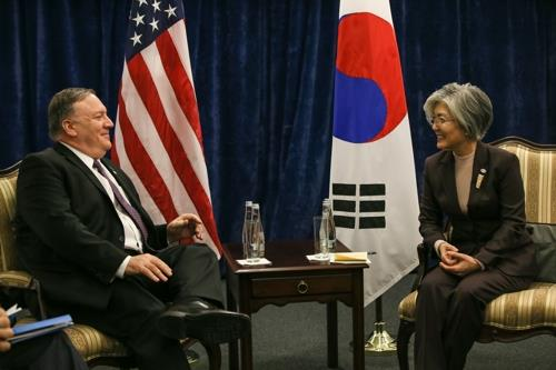 This photo, provided by Seoul's foreign ministry, shows South Korean Foreign Minister Kang Kyung-wha (R) meeting with U.S. Secretary of State Mike Pompeo in Warsaw, Poland, on Feb. 14, 2019. (Yonhap)