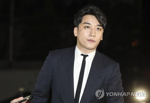 This image shows BIGBANG's Seungri appearing for a police investigation on Feb. 27, 2019, over sex-for-business favor allegations. (Yonhap)