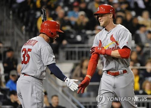 In this Penta Press file photo from April 6, 2016, Jeremy Hazelbaker (R), then with the St. Louis Cardinals, celebrates a home run with teammate Greg Garcia during the top of the sixth inning of a Major League Baseball regular season game against the Pittsburgh Pirates at PNC Park in Pittsburgh, Pennsylvania. (Yonhap)