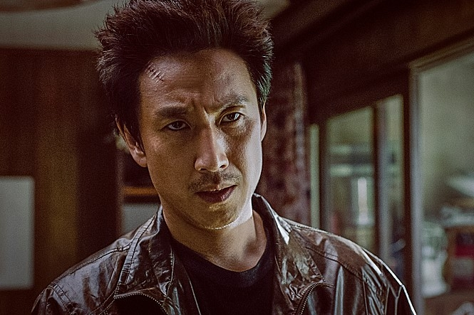 """Actor Lee Sun-kyun in a scene from """"Jo Pil-ho: The Dawning Rage"""" (Yonhap)"""
