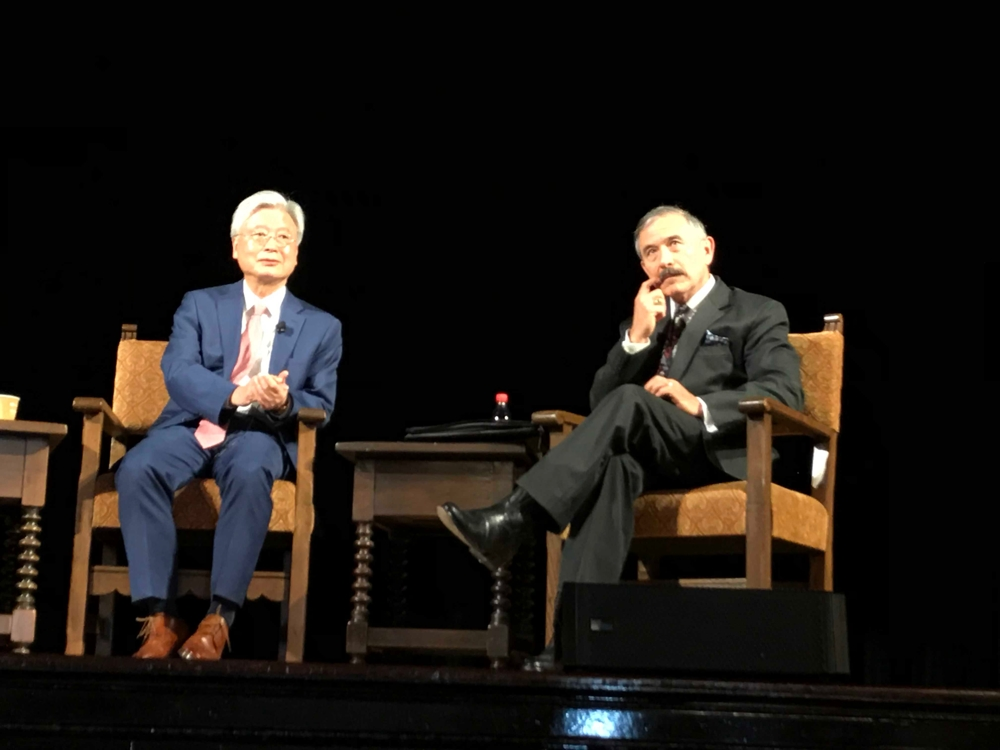 This photo shows South Korean Ambassador to the U.S. Cho Yoon-je (L) and U.S. Ambassador to South Korea Harry Harris at an event at the University of California, Berkeley, on March 20, 2019. (Yonhap)