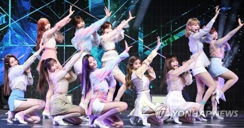 "IZ*ONE members showcase their new album ""HEART*IZ"" during a media event on April 1, 2019. (Yonhap)"