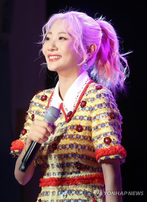 "This image shows Ahn Ji-young, the vocalist of female indie duo Bolbbalgan4, during the band's media showcase of their new album ""Youth Diary 1: Flower Energy"" on April 2, 2019. (Yonhap)"