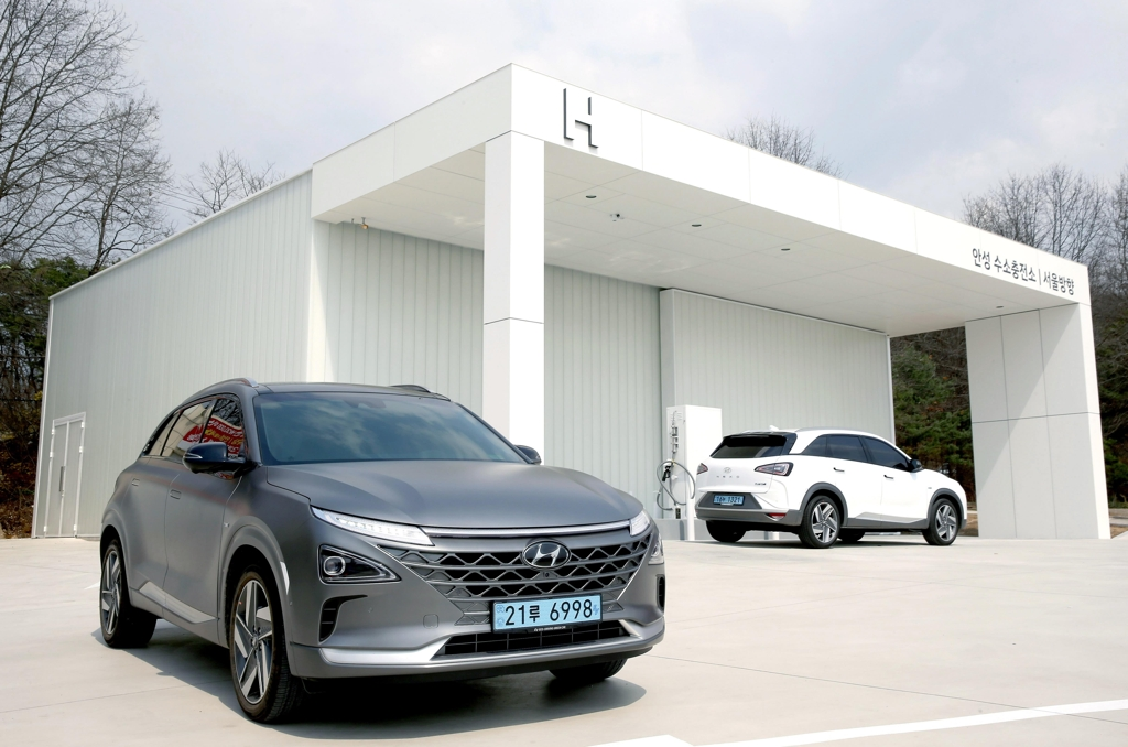 This file photo shows Hyundai Motor Co.'s hydrogen charging station at a highway rest stop in Anseong, 77 km south of Seoul. (Yonhap)