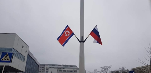 National flags of North Korea and Russia hang side by side on a pole at the Far Eastern Federal University in the Russian city of Vladivostok on April 23. (Yonhap)
