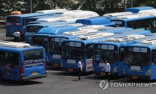 City buses are parked at a bus company parking lot in southern Seoul on May 14, 2019. (Yonhap)