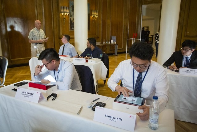 This photo, provided by POSCO, shows Kim Yong-tae (R), a steel engineer at POSCO, competing at the 13th edition of the World Championship of the steelChallenge in Madrid on April 16, 2019. (PHOTO NOT FOR SALE) (Yonhap)