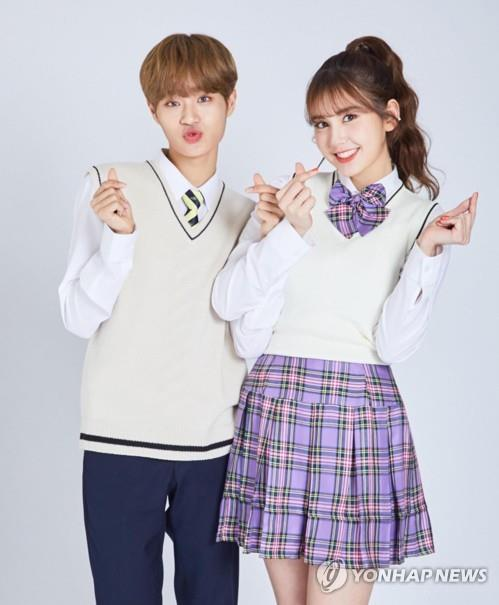 "This photo provided by Coca-Cola shows Jeon So-mi (R) and Lee Dae-hwi modeling for the beverage brand. Both of them competed in ""Produce 101."" (PHOTO NOT FOR SALE) (Yonhap)"