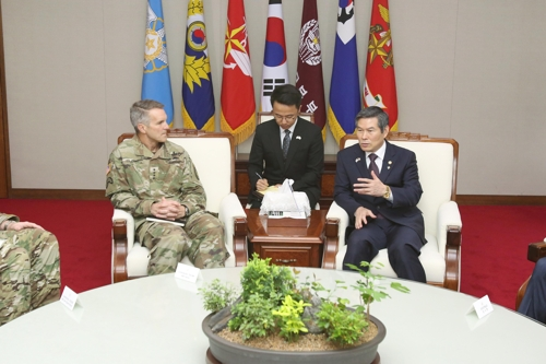 Defense minister meets U.S. special operations command chief