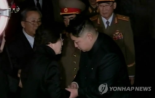 This image captured from footage on North Korean state television shows former South Korean first lady Lee Hee-ho (L) expressing her condolences to Kim Jong-un upon the death of his father and then North Korean leader Kim Jong-il in Pyongyang in December 2011. (Yonhap)
