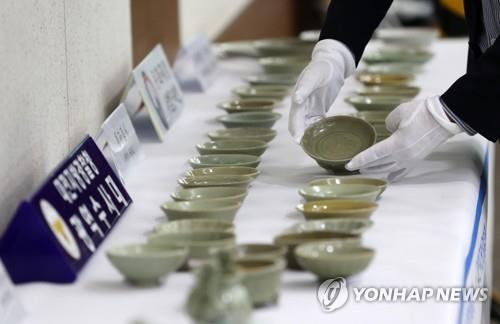 This photo provided by the Daejeon Metropolitan Police Agency shows ceramic objects seized from a 63-year-old Seoul man. (PHOTO NOT FOR SALE) (Yonhap)