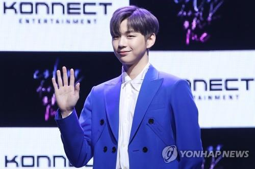 "Kang Daniel poses for photos during a media showcase of his first solo album ""Color On Me"" in Seoul on July 25, 2019. (Yonhap)"