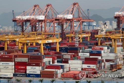 This undated file photo shows containers carrying export goods stacked on piers in the southeastern city of Busan, South Korea's largest port city. (Yonhap)