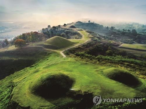 This image of the Gaya Kingdom tombs in Haman, South Gyeongsang Province, was provided by a task force for their listing as World Heritage. (PHOTO NOT FOR SALE) (Yonhap)